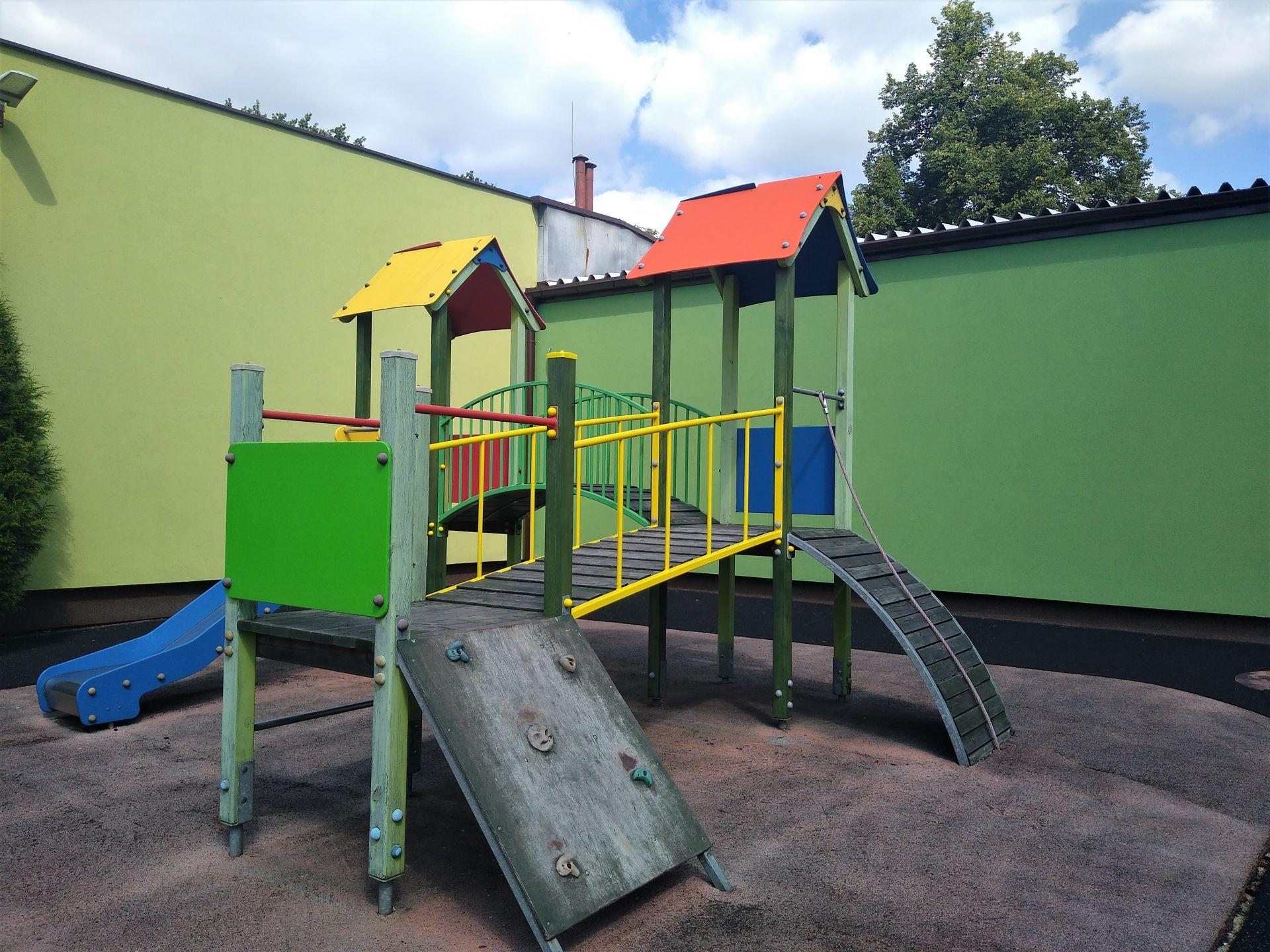 plac zabaw przy MSP nr 2 w Knurowie