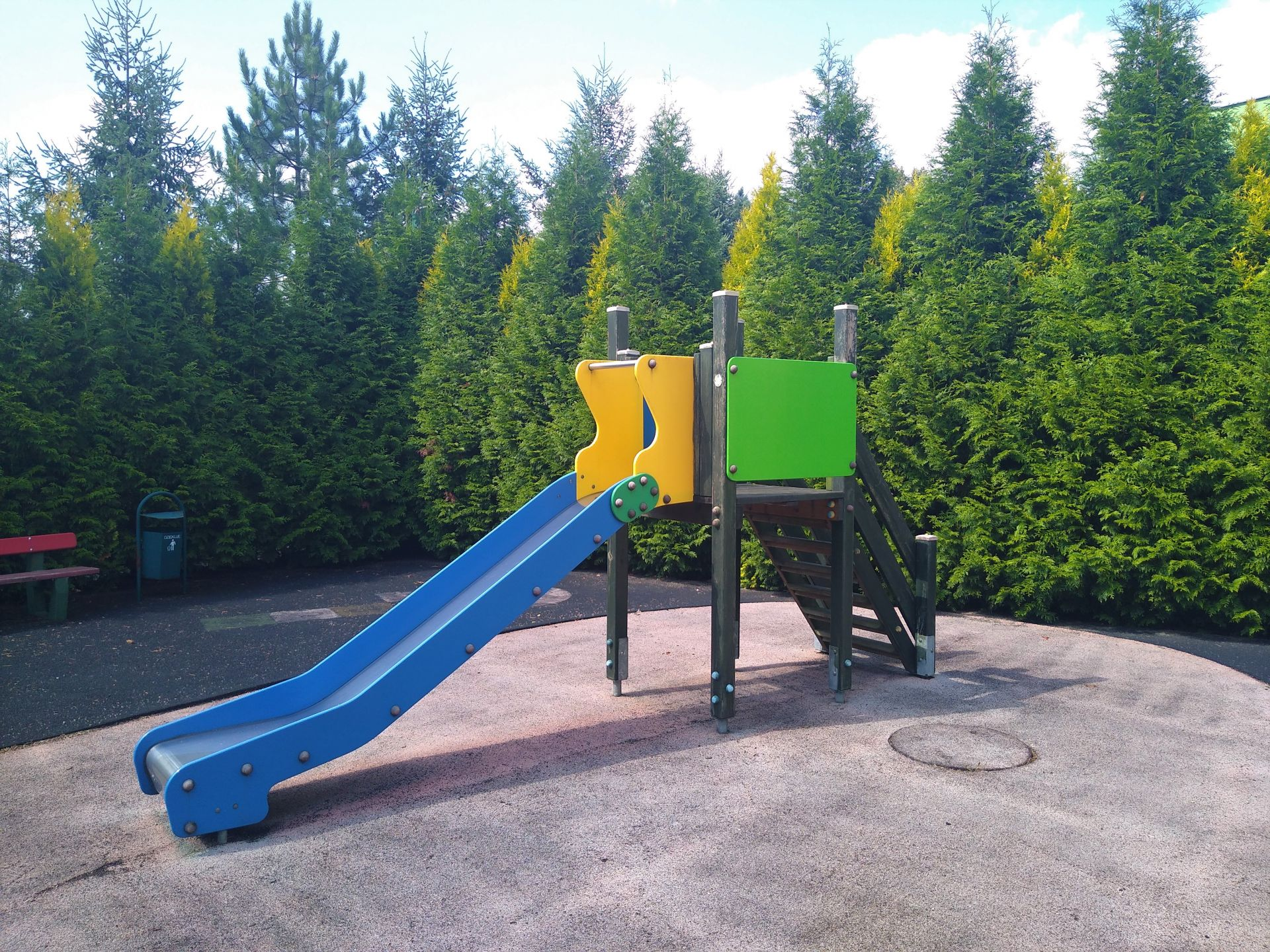Wyremntowany plac zabaw przy MSP nr 2 w Knurowie